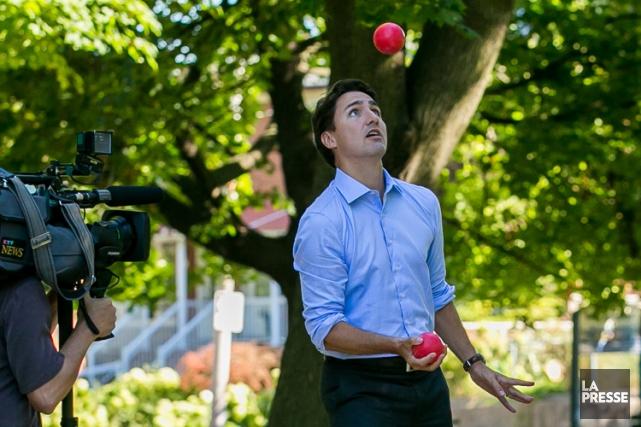 Justin Trudeau a profité d'unepartie de bocce, lundi,... (PHOTO MARTIN TREMBLAY, LA PRESSE)