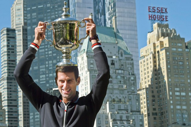 Novak Djokovic, qui a remporté son 10e tournoi... (PHOTO AFP, Timothy A. Clary)