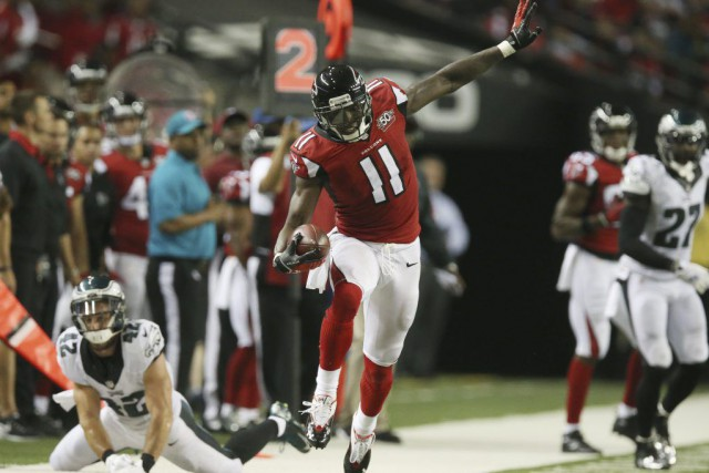 Julio Jones a amassé 141 verges de gains par la passe et marqué deux touchés,... (PHOTO REUTERS)