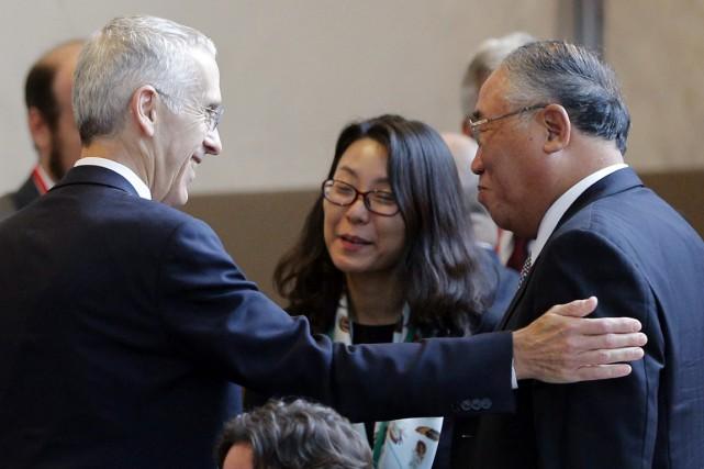 Todd Stern, principal négociateur américain, en compagnie de... (PHOTO CHRISTOPHE ENA, ARCHIVES AP)