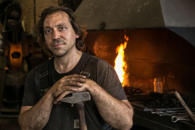 Mathieu Collette coordonne les Forges de Montréal, organisme... (PHOTO MATHIEU WADDELL, LA PRESSE)