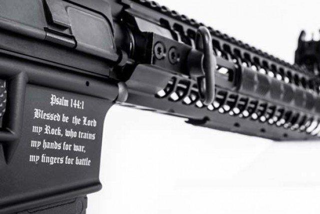 Un fabricant d'armes en Floride a mis en vente un fusil arborant des symboles... (PHOTO FOURNIE PAR SPIKES TACTICAL)