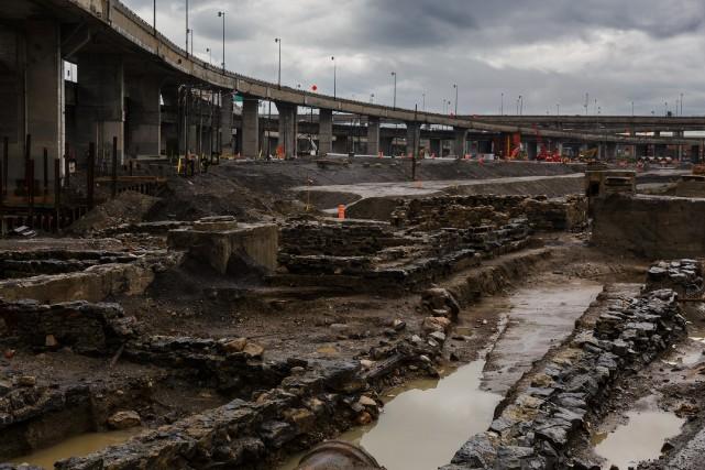 Les archéologues du ministère des Transports ont procédé... (PHOTO ULYSSE LEMERISE, COLLABORATION SPÉCIALE)