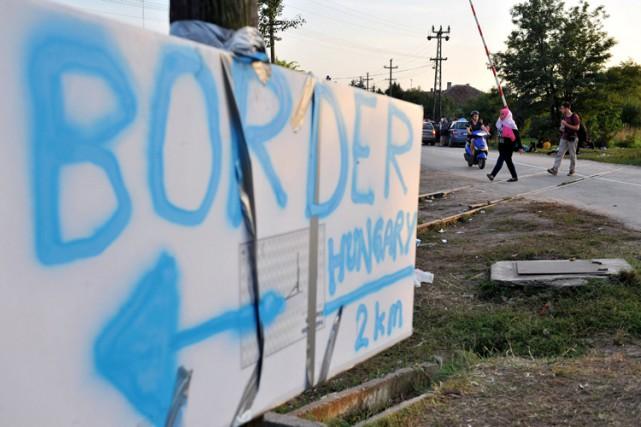 Avec l'aide de l'armée, Budapest a de facto... (PHOTO AFP)