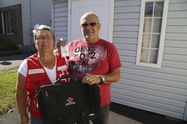 Lucille et Marcel Whissell, responsables de la Croix-Rouge... (photo Janick Marois)