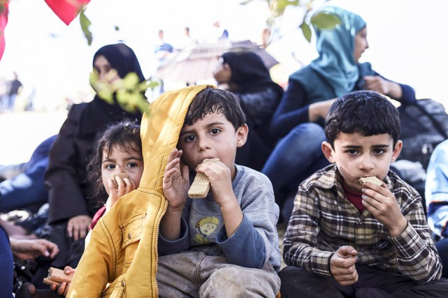 De jeunes migrants syriens... (AFP, BULENT KILIC)