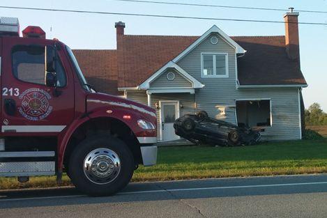 Un conducteur de 46 ans de Sherbrooke a embouti une résidence de la route 108 à... (Photo fournie)
