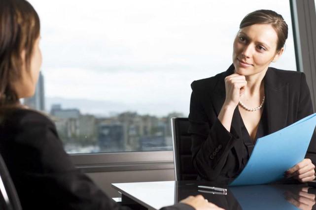 Devant un employeur potentiel, le candidat n'a pas... (Photo.com)