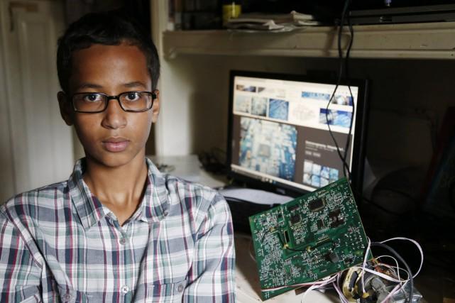 Ahmed Mohamed, élève de troisième secondaire, avait apporté... (PHOTO VERNON BRYANT, THE DALLAS MORNING NEWS/AP)