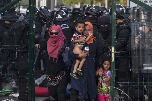 À Röszke au poste frontikère hongrois, à la... (PHOTO REUTERS)