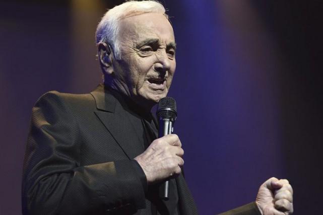 À 91 ans, le chanteur français Charles Aznavour, a entamé mardi soir un concert... (PHOTO AFP)