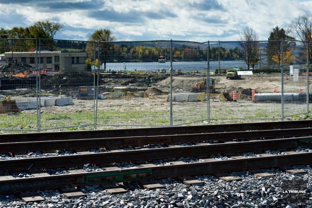 À 14h mercredi, la Ville de Lac-Mégantic procédait à l'ouverture des... (Archives La Tribune, Jessica Garneau)