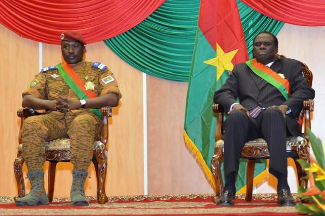 Le premier ministre Isaac Zida etle président Faso... (ARCHIVES AFP)