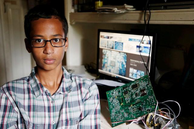 Ahmed Mohamed, 14 ans, est photographié dans sa... (AP)