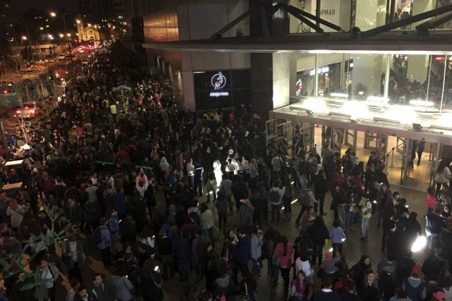 La secousse est survenue en début de soirée,... (AP, Nadia Perez)