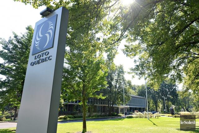Les bureaux de Loto-Québec, sur Grande Allée, étant... (Photothèque Le Soleil, Patrice Laroche)