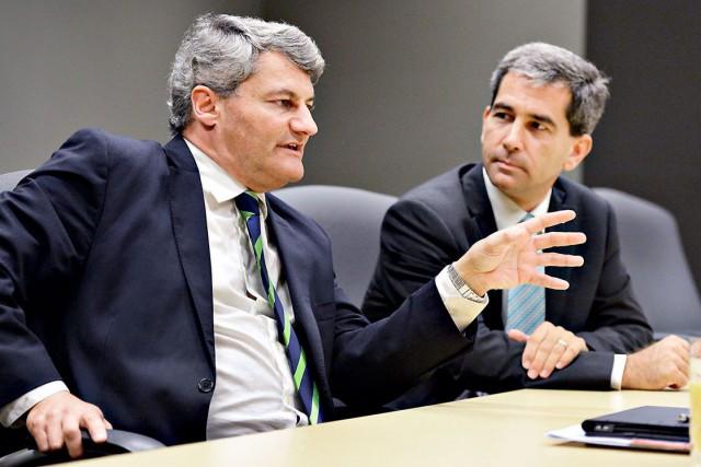 Les candidats conservateurs Gérard Deltell et Pierre Paul-Hus...