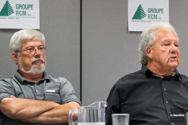 Le vice-président de RCM, Guy Julien, et le... (Photo: Olivier Croteau, Le Nouvelliste)