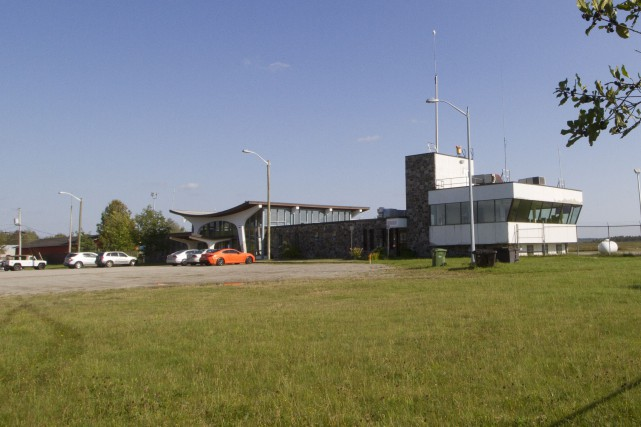Le Centre de sûreté aéroportuaire Alerte, projeté sur les terrains près de... (Imacom, René Marquis)
