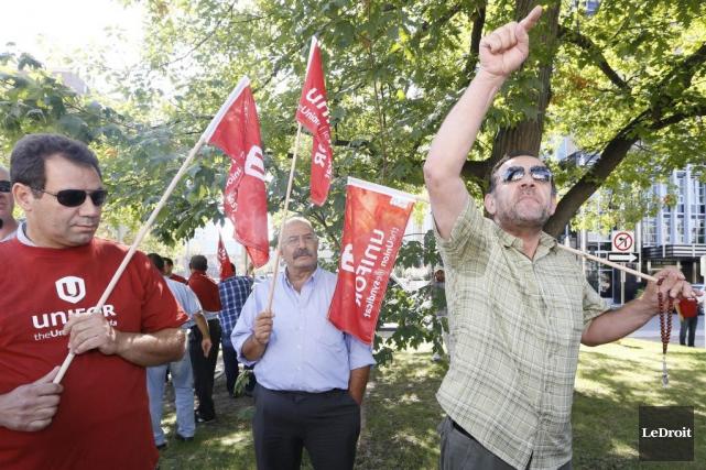 Une cinquantaine de chauffeurs de taxi d'Ottawa ont... (Simon Séguin-Bertrand, LeDroit)