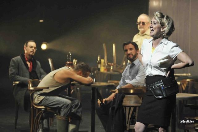 La barmaid Loulou, incarnée pour la première fois... (- Photo le quotidien, Rocket Lavoie)