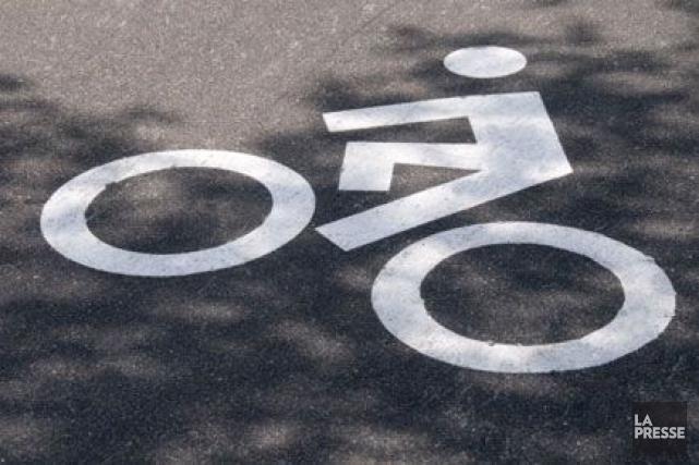 On ne craint plus pour la vie du cycliste âgé dans la vingtaine qui a été happé... (PHOTO ARCHIVES, LA PRESSE)