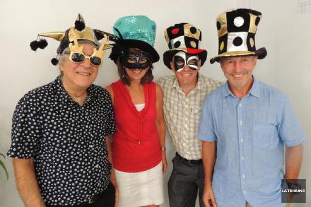 Des membres du comité organisateur du Bal masqué... (La Tribune, Ronald Martel)
