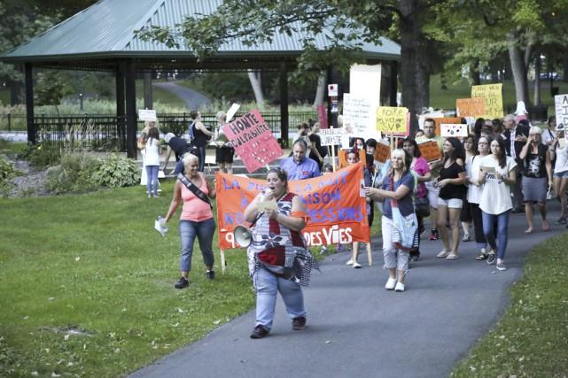 La marche contre la violence sexuelle faite aux... (photo Julie Catudal)