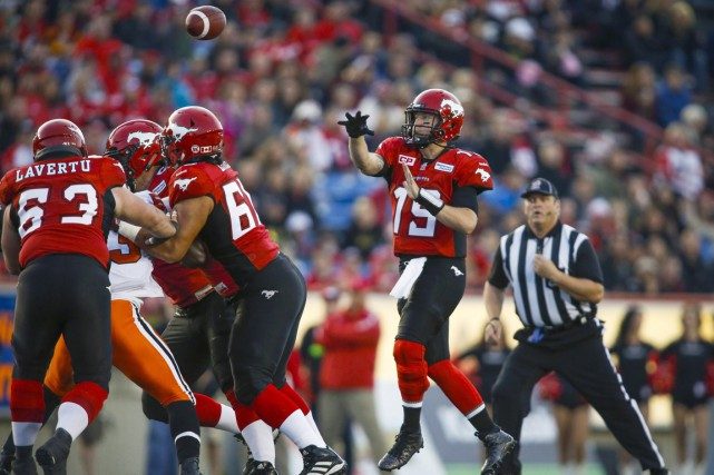 Le quart-arrière des Stampeders de Calgary, Bo Levi Mitchell.... (Photo Jeff McIntosh, PC)