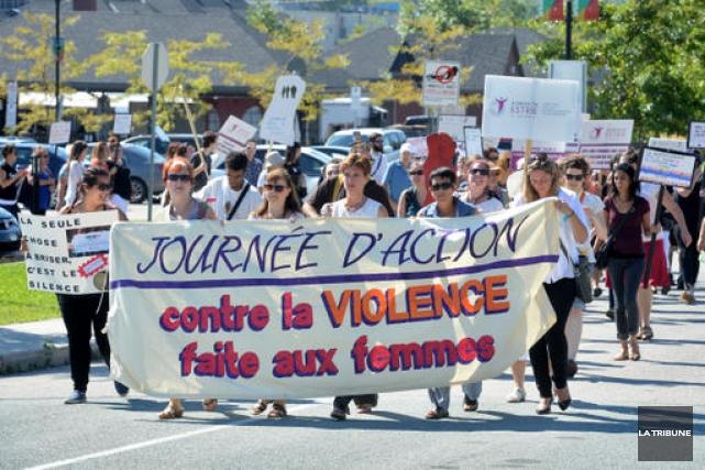 À l'invitation du CALACS, plusieurs citoyens ont joint... (IMACOM, Jessica Garneau)