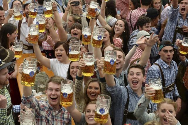L'Oktoberfest, laplus grande fête dédiée à la bière... (PHOTO CHRISTOF STACHE, AFP)