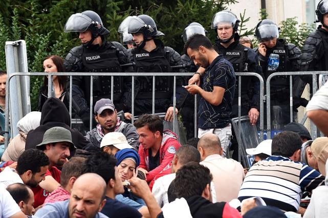 Les migrants ont également afflué vers la Slovénie... (PHOTO STRINGER, AFP)