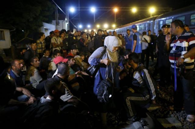 Des milliers de migrants ont convergé vers l'Autriche,... (Antonio Bronic, Reuters)