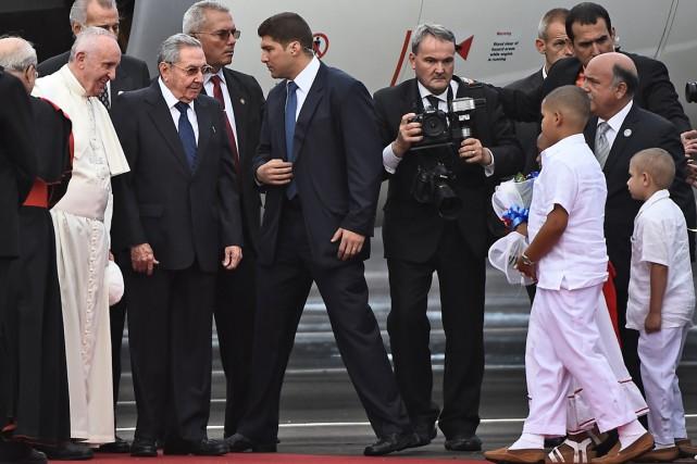 Le pape François a été accueilli par le... (Photo FILIPPO MONTEFORTE, AFP)