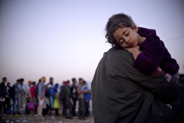 Une jeune fille s'est endormie dans les bras... (Agence France-Presse)