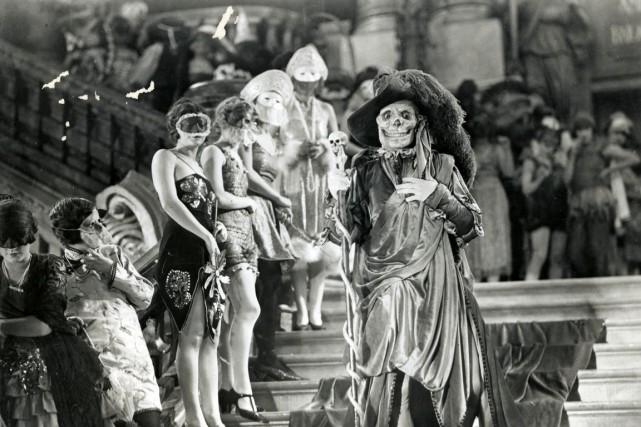 Le film américain Le fantôme de l'opéra est...