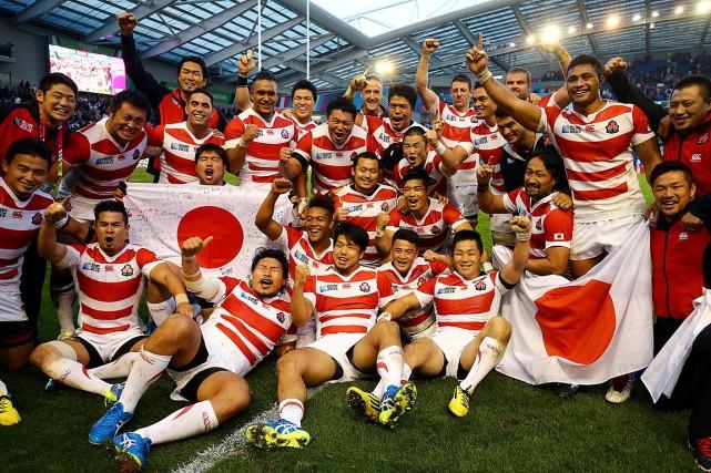 Les joueurs de l'équipe japonaise se réjouissent de... (Photo Gareth Fuller, AP)