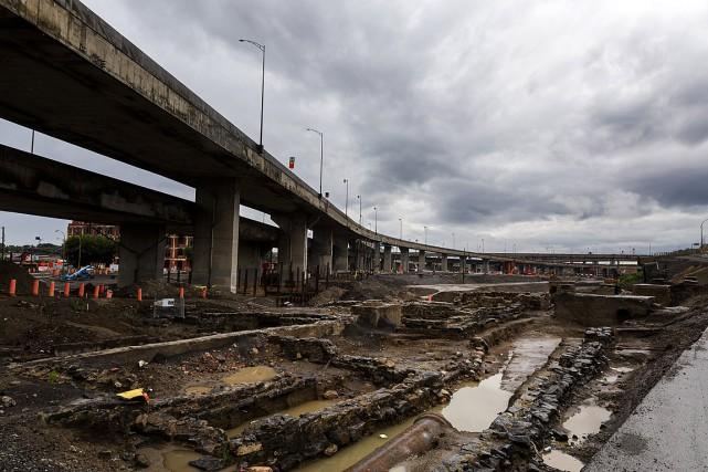 Les travaux de démolition des vestiges et de... (PHOTO ULYSSE LEMERISE, COLLABORATION SPECIALE)
