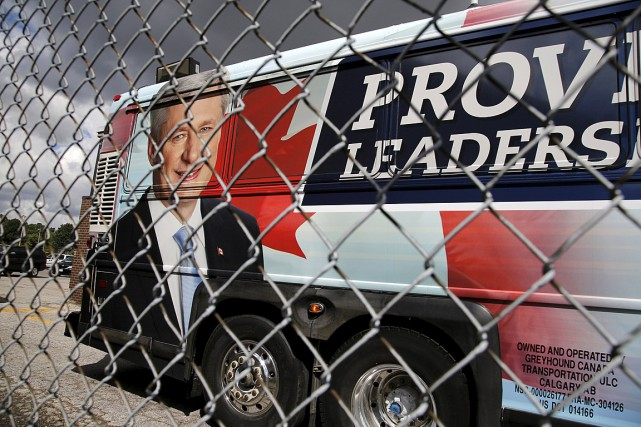 L'autobus de campagne du premier ministre Stephen Harper.... (Photo Chris Helgren, archives Reuters)