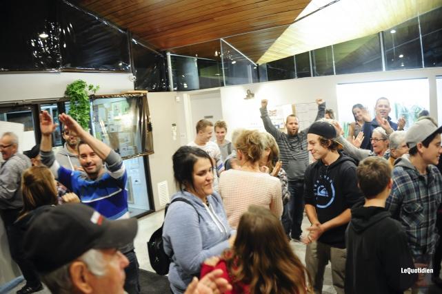 Quelque 20 personnes étaient réunies hier soir à... ((Photo Le Quotidien, Gimmy Desbiens))