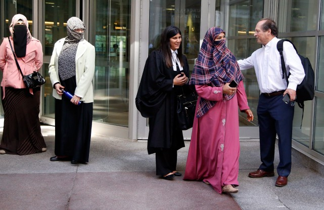 Le cas de Zunera Ishaq, (seconde en partant... (PHOTO PATRICK DOYLE, LA PRESSE CANADIENNE)