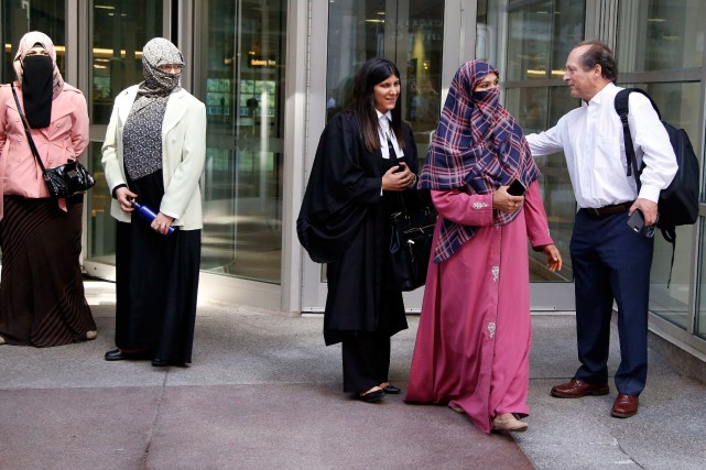 Le cas de Zunera Ishaq, (seconde en partant... (PHOTO PATRICK DOYLE, LA PRESSE CANADIENNE)