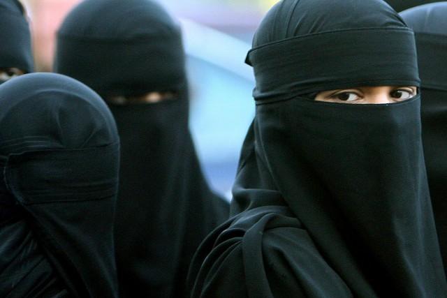 Ces femmes voilées sont-elles vraiment soumises à leur religion comme... (Photo archives Associated Press)