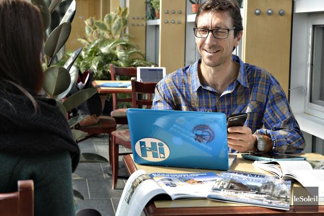 Stéphane Roche est professeur et chercheur au département... (Photo Pascal Ratthé, Le Soleil)