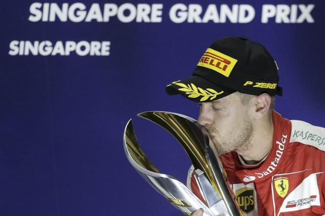 Sebastian Vettel a remporté le Grand Prix de Singapour, hier, tandis que le... (Reuters)