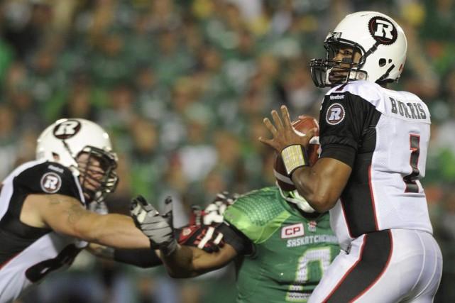 Henry Burris a récolté 477 verges par la... (La Presse Canadienne)