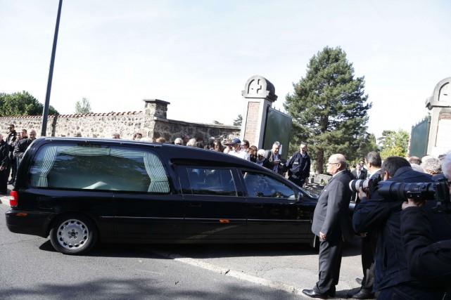 Le chanteur français Guy Béart, mort mercredi à l'âge de 85 ans, a été inhumé... (PHOTO AFP)