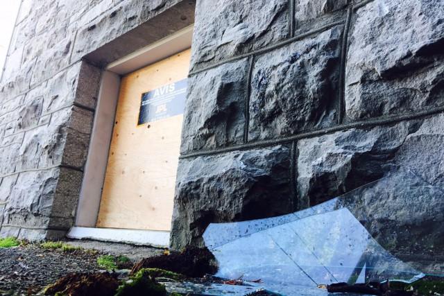 Le presbytère de l'église St-François de Sales a été la cible de vandales,... (Martin Roy, LeDroit)