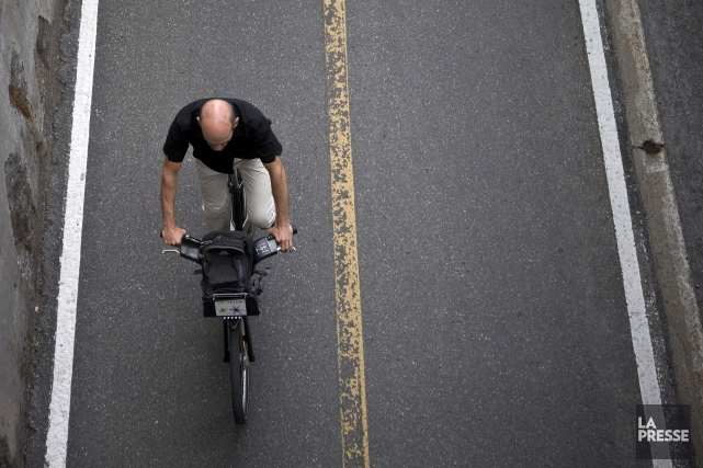 Montréal souhaite sensibiliser les cyclistes au port du... (Photo Patrick Sanfaçon, archives La Presse)
