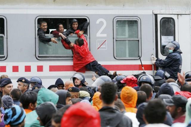 C'est à la gare qu'ont eu lieu, hier,... (PHOTO ANTONIO BRONIC, REUTERS)